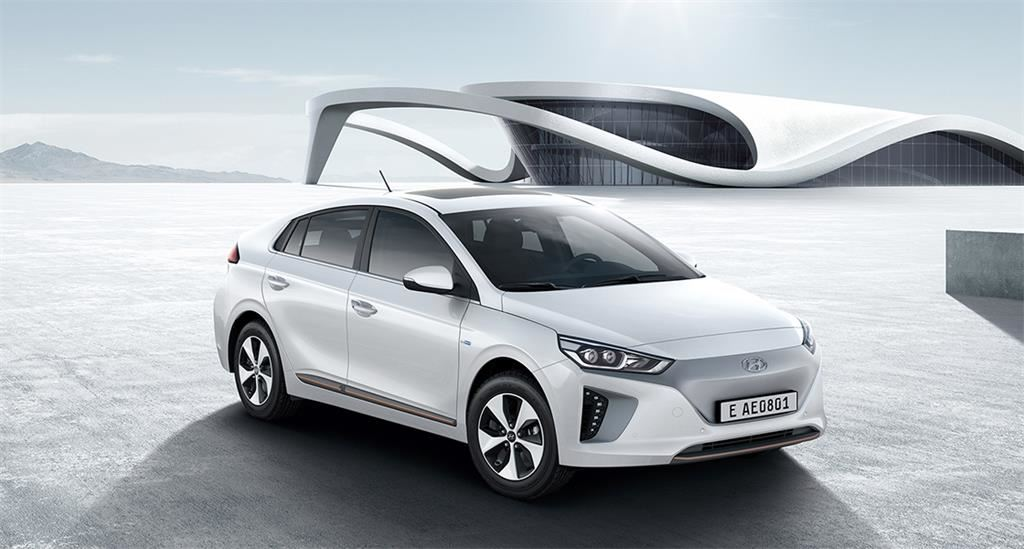 ioniq-electric-gallery-side-front-white-original.jpg